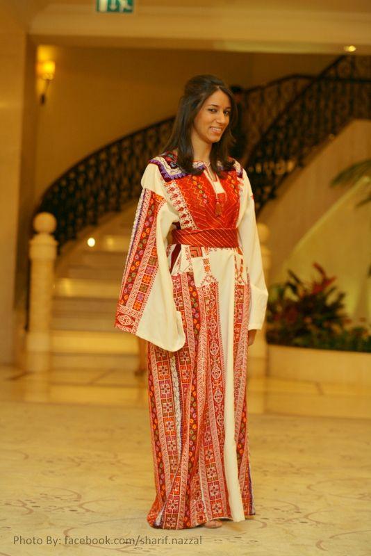 """Palestinian dress """"Thoub"""" from Beit Dajan _ Jaffa"""