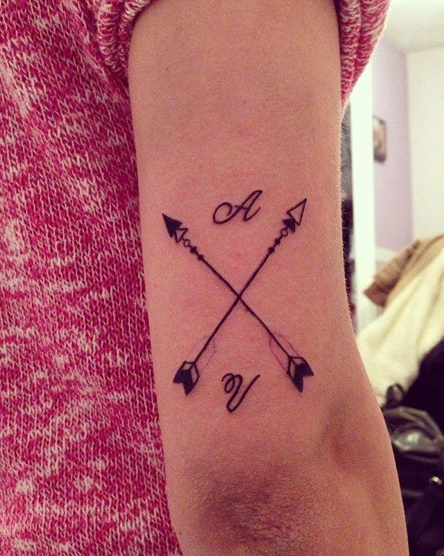 """ Tattoo para mi rubia: Flechas cruzadas con iniciales. ❤️ #arrow #arrowtattoo #arrowstattoo  #lettering #inkedgirl  #lovertattoos #loveink #love #photograpy #photooftheday #tattoo #tatuaje #tattoos #ink #tinta #inkedboy #tattooartist #apprentice #apprenticetattooist #aprendiz #letteringtattoo #wintertime #lovertattoos #sleeve #sleevetattoo #hipster #model #modeltattoo"