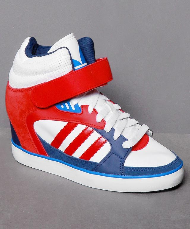 Frisch eingetroffen bei Numelo: der Adidas Amberlight Up W in Wht/Blue/Red - http://www.numelo.com/adidas-amberlight-up-w-p-24504173.html #adidas #amberlightupw #basketballschuhe #sneaker #numelo
