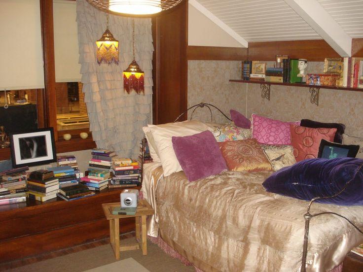 Pretty Little Liars--Aria's Room