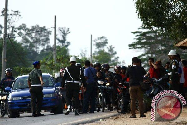 Presiden Joko Widodo  meminta, siapun yang  terlibat dalam baku tembak antara oknum Brimob Polda Kepulauan Riau dengan Yonif 134 Tuah Sakti TNI AD, dijatuhi tindakan di