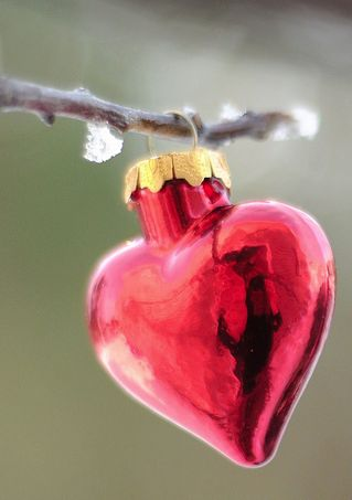 I have a small metal tree full of these heart shaped ornaments in Murano glass and silver.