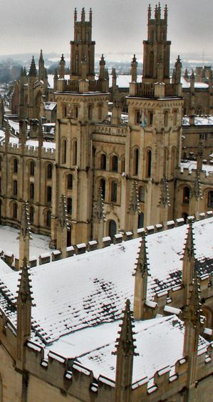 Oxford, England :: University of Oxford :: All Souls College, full name, The Warden and the College of the Souls of All Faithfull People deceased in the College of Oxford. Established in 1438
