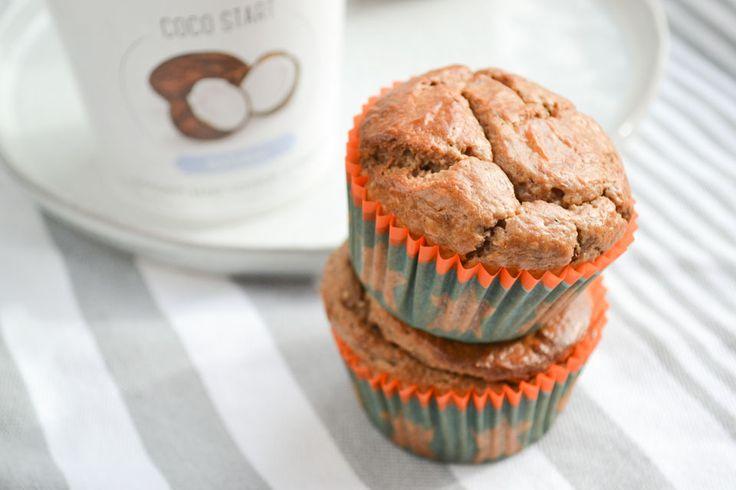 Ik maakte deze mooie lactose-vrije en glutenvrije muffins van kastanjemeel en kokosyoghurt. Enkel en alleen gezoet met rozijnen!
