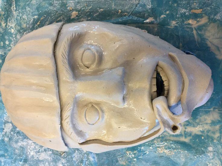 Vandaag ben ik met de spits en de tutu bezig geweest. De spits heb ik met de linten er al op gedaan en met de tutu ben ik begonnen. De volgende les ga ik de tutu afmaken, de knot maken en het masker afwerken.