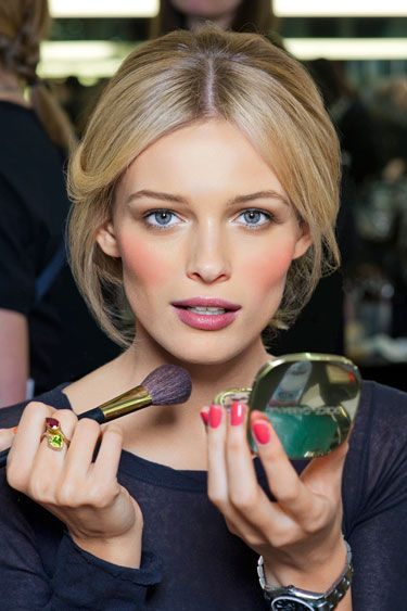 Love the warm coral blush with the cool lip//a look that's very popular around here right now and that I do often