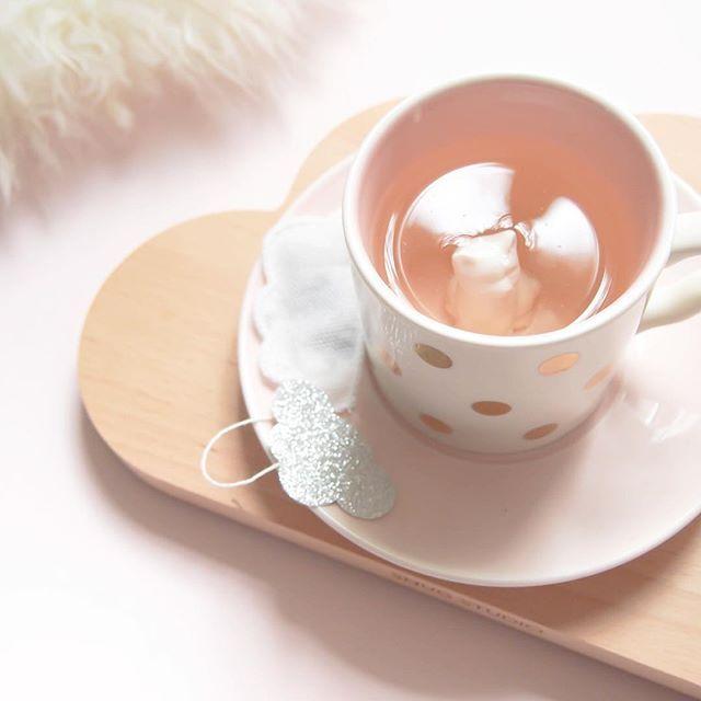 Have a sweet day 💫 . . . Toujours avec mes sachets de thé favoris @teaheritage et ma tasse de #crazycatlady trouvée chez @botwshop 😻 #charlotteandtheteatime #charlotteandtheteapot #teaheritage #teatime