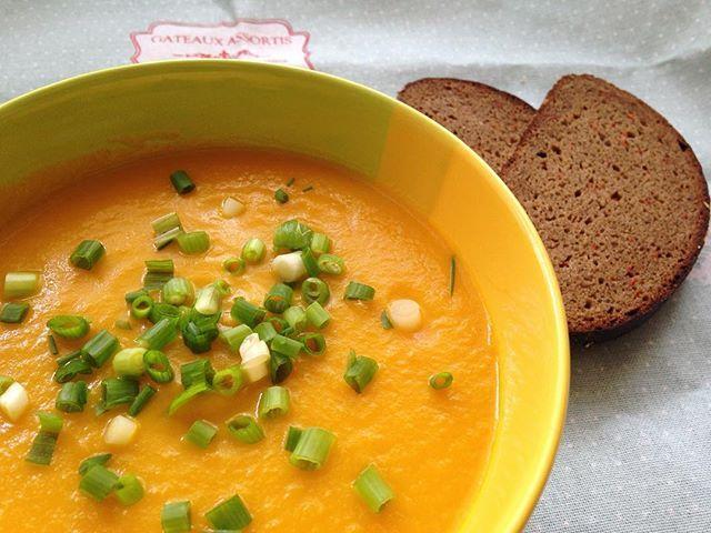 По заявкам инстаграмозрителей представляю Вашему вниманию морковный суп-пюре )))…