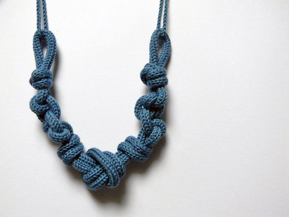 Statement necklace Nautical knots wool necklace denim por ylleanna, €35.00