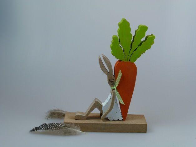 Osterdeko - Holzfigur - Osterhäschen mit seiner Möhre - ein Designerstück von mw-holzkunst bei DaWanda