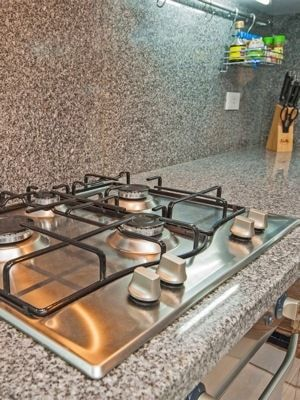 Nettoyer les boutons d'une plaque de cuisson