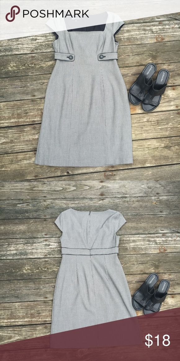 Jone New York Dress Nice mid length dress.Zips in the back.Worn a couple of times. Jones New York Dresses Midi