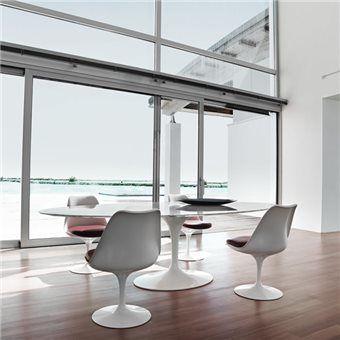 Lekker tafelen, urenlang vergaderen of ontspannen de krant lezen. Aan de Knoll Saarinen Tafel zit je heerlijk comfortabel. Het tafelblad heeft een mooi afgeronde rand en staat op een elegante trompetvoet. Fijn! Vrijwel ieder type stoel past eronder.