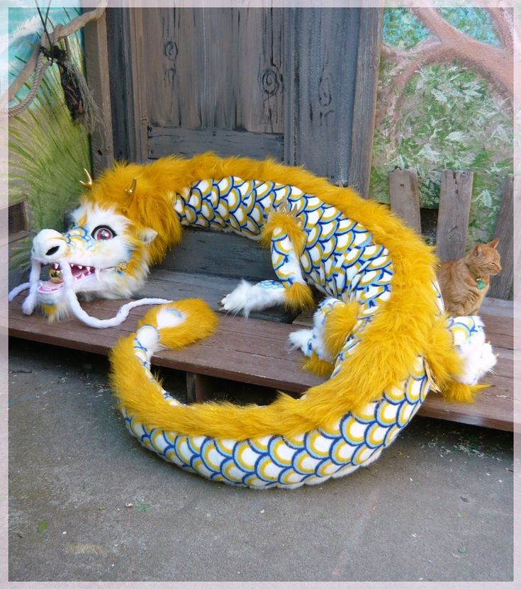 Google Image Result for http://fc06.deviantart.net/fs71/i/2010/119/c/f/giant_plush_chinese_dragon_by_LilleahWest.jpg