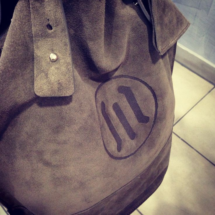grey leather bag. buy it online here! #leather #bag #italy #look #moda #fashion #girl #woman #accesories