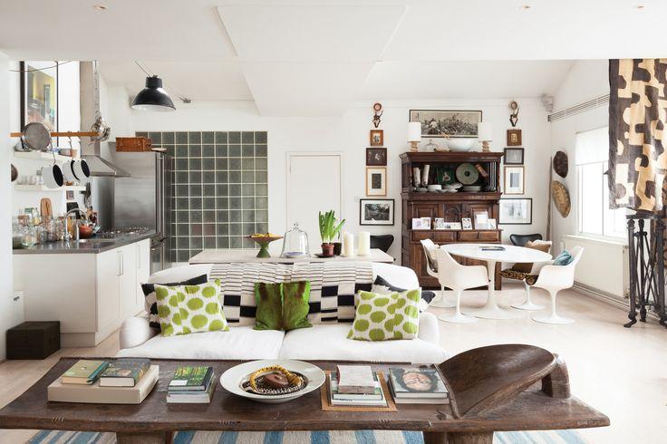 Afrika tarzı dekorasyon aksesuar açısından zengindir. Geyik boynuzları, tavanda asılı duran fıçılar bu tarzın öne çıkan objeleridir.