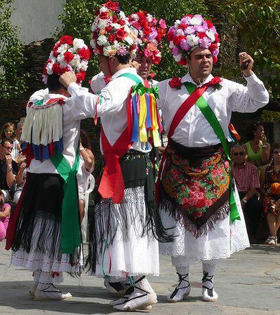 Los Danzantes de Majaelrayo (Guadalajara)