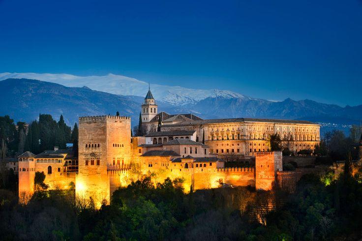 Gracias a esta imagen de a alhambra de granada podemos trabajar con los niños el patrimonio