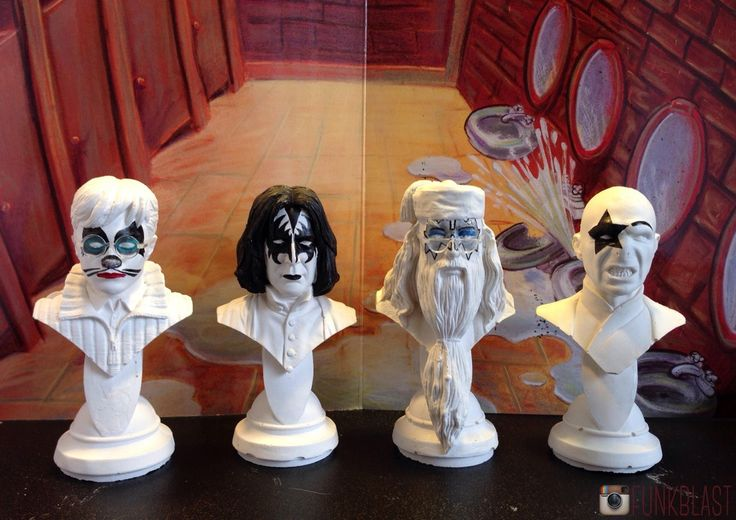 Harry Potter Statues painted with KISS makeup [OC] : harrypotter