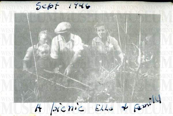Sept 1946 - A picnic - Ella and family | saskhistoryonline.ca