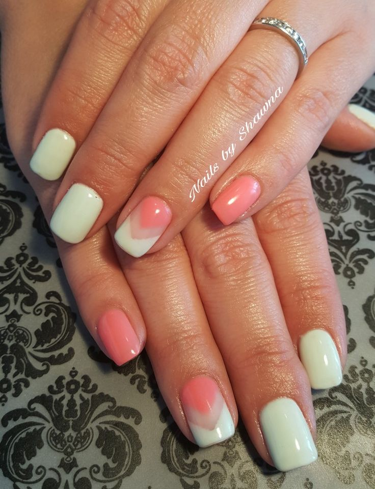 Chevron gel nail with negative space