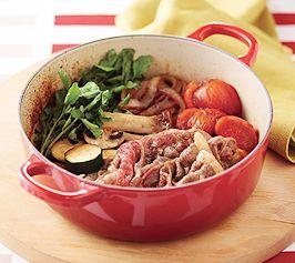 【洋風すき焼き】割り下に赤ワインをプラスして、いつもとはちょっと違った大人の洋風すき焼きに。  http://lecreuset.jp/community/recipe/european-sukiyaki/