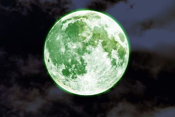 A Green Moon? Don't Be Fooled By This Lunar Hoax