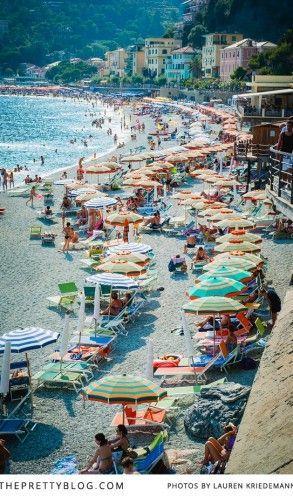 Colourful beach umbrellas | Photography: Lauren Kriedemann