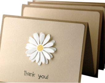 Deze moderne dank u kaarten zijn een must have! Perfect als bruiloft dank u kaarten, deze handgemaakte dank u notitiekaarten zijn voorzien van een stijlvolle crème en zwart geometrische patroon gemonteerd op premie Creme cardstock. De eenvoudige thank you geeft deze Notitiekaarten een moderne, maar verfijnde uitstraling.  Set van 4 met bijpassende enveloppen crème en een beschermende briefpapier doos. Grootte: de grootte 4 x 5,5  Meer nodig? Hier is een set van 12…