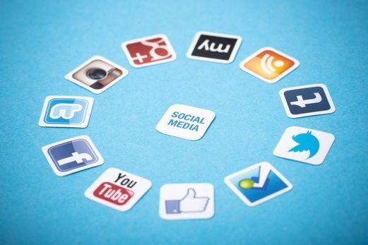 Styrk din søgemaskineplacering med de sociale medier  Sociale netværk hjælper dig i kontakt med kunderne på en mere personlig måde. Det får imidlertid ikke blot folk til at stole på dig, men lader også søgemaskiner som Google vide, at dit websted er vigtigt. Og det resulterer i en meget højere placering på Google, hvilket gør din hjemmeside nemmere at finde.   Læs hele artiklen her. http://mypresswireacademy.com/articles/show/55