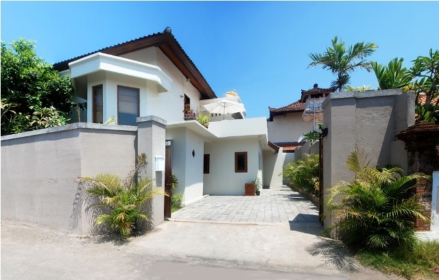 Villa for sale at Sanur, Bali. 300 m2. Price $3,800,000.00. indobaliestate@yahoo.com