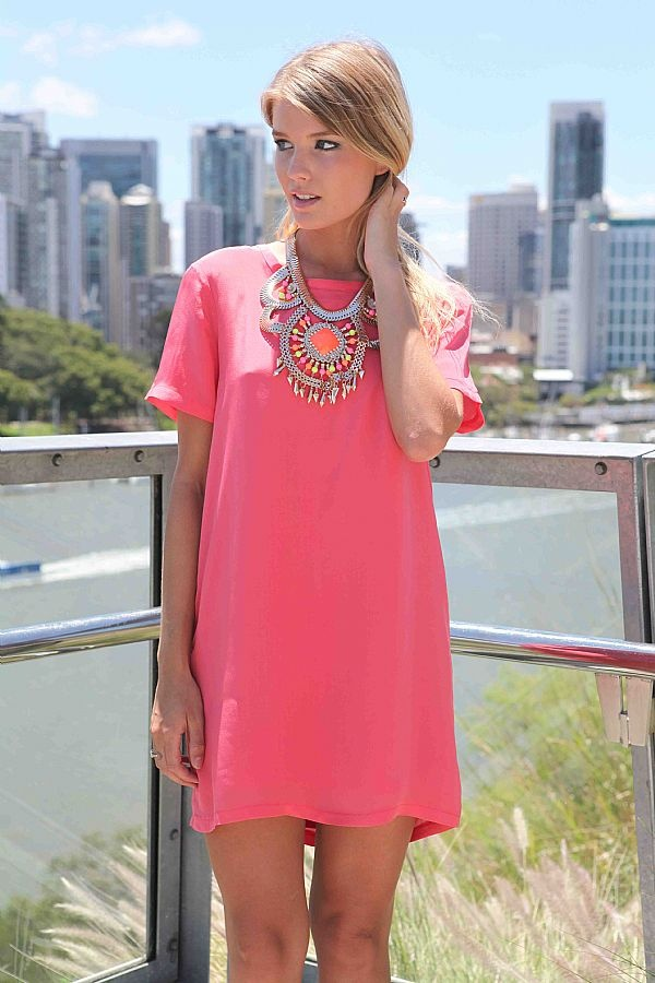It's summer time! Get out those sundresses and bold necklaces! #hotpink #ootd #fashion #dress