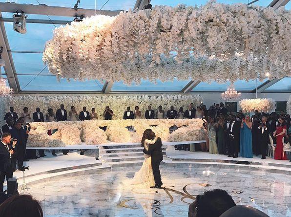 Public Buzz : Pour son mariage, elle a droit à un million de roses et à un show de Robin Thicke