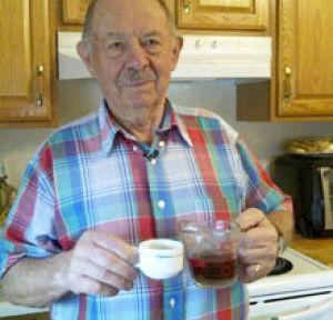 Cercetările au pornit de la un bărbat în vârstă de 72 de ani (John DiCarlo), bolnav de un tip de cancer agresiv pentru care chimioterapia nu a putut face nimic. Bărbatul a fost trimis acasă, fără nici o șansă de supraviețuire. Acesta a început să bea ceai de păpădie, și s-a întors la clinică după 4 luni, complet vindecat de cancer.