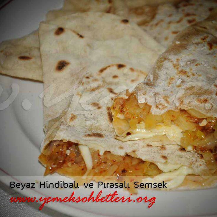 Yöresel bir böreğin hindibalı hali... BEYAZ HİNDİBALI VE PIRASALI SEMSEK Tarifi için linke tıklayabilirsiniz.http://www.yemeksohbetleri.org/2013/05/beyaz-hindibal-ve-prasal-semsek.html