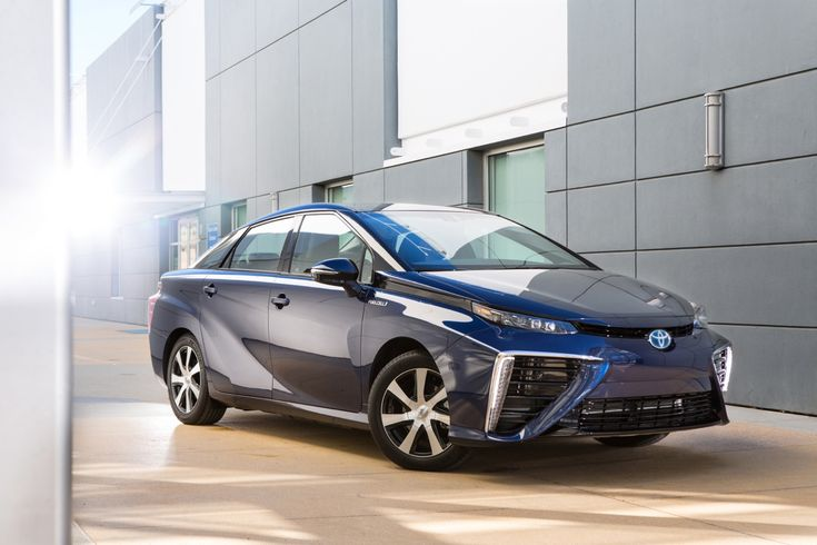 Toyota keeps on running toward hydrogen fuel cells and away from all-electric vehicles in what amounts to the most decisive strategy in the auto industry for the future of alternative power trains. At the Los Angeles auto show, Toyota executives planned to elaborate on the company's deepening investments in fuel-cell vehicles, [...]