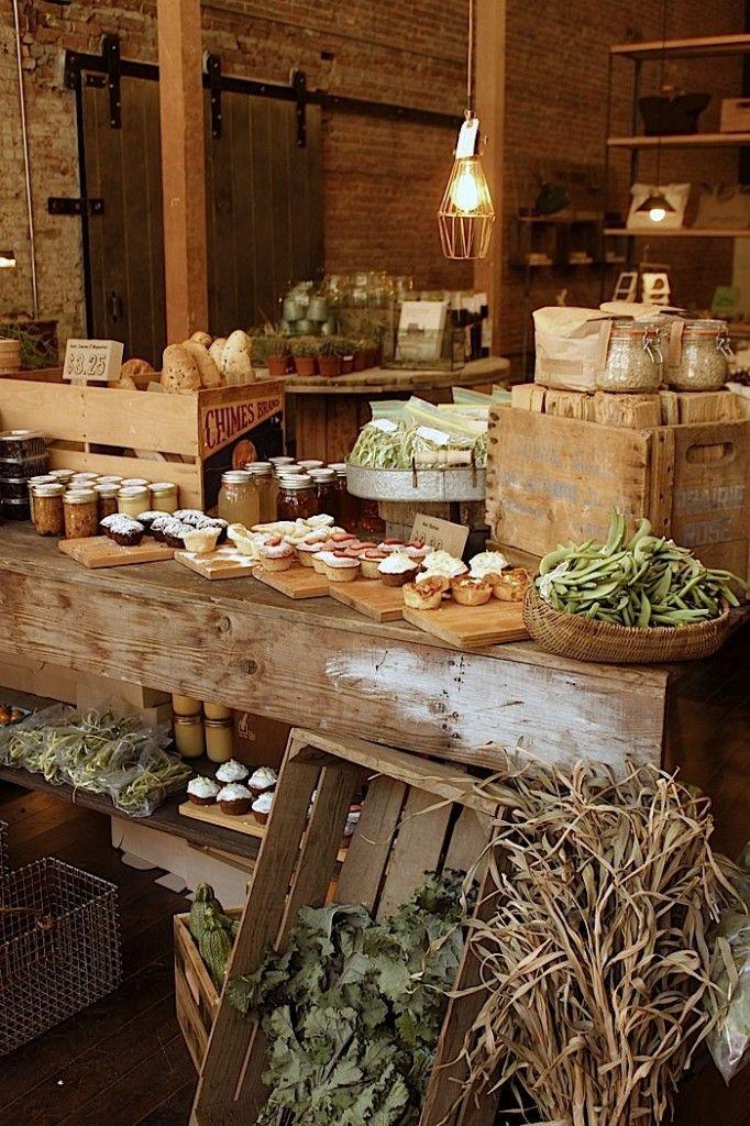 wooden crates. boxes. cajas de madera. decoración. tienda. shop.