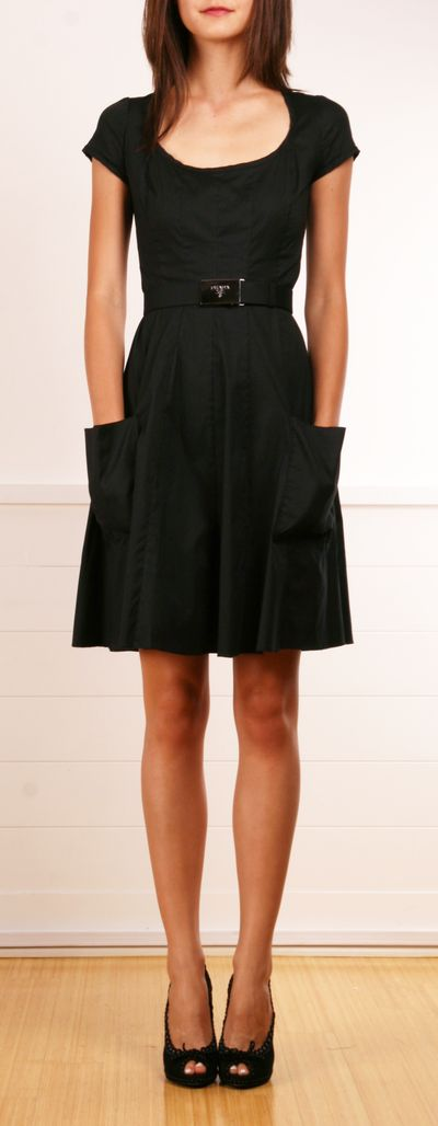 Street style | Casual little black dress with pockets by Prada