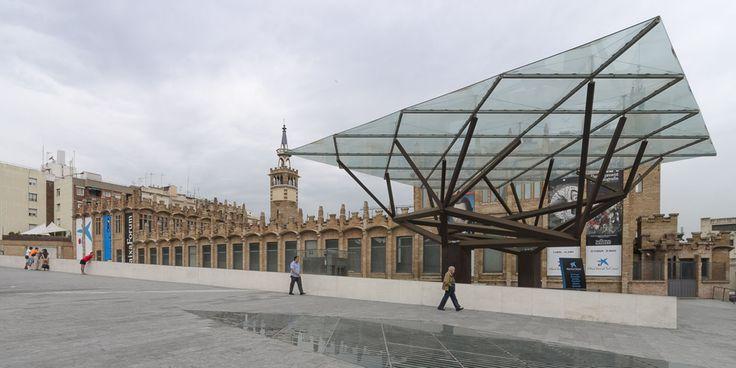 Centro cultural caixa forum barcelona arata isozaki for Caixa d enginyers oficines barcelona