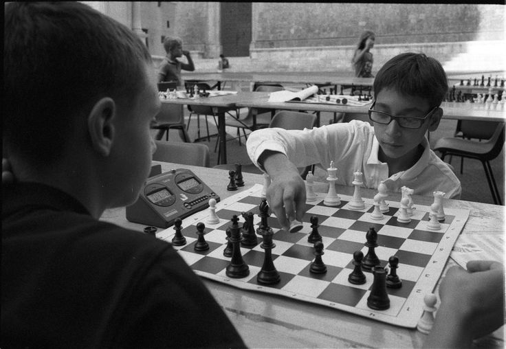 #chess #mps #chessman #young #boy #king #queen #check #rook #checkmate #black #white #hands #street #photography  #chessboard #salimbeni #montepaschi #siena #35mm #film #filmisnotdead #ilford #hp5 #400iso #leica #mp #analogic