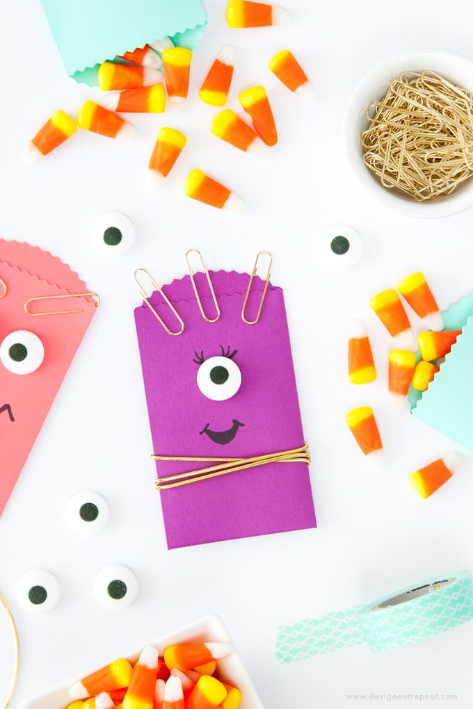 DIY Halloween Treat Bags | http://www.designeatrepeat.com/2014/09/diy-halloween-treat-bags/