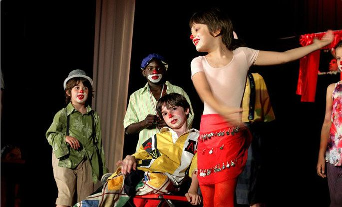 """""""Il teatro è una forma di felicità interrotta dall'esistenza."""" (Pino Caruso). Vengono proposti corsi collettivi per fasce d'età: LABORATORIO TEATRALE PER BAMBINI """"I 4 ELEMENTI"""" (3-5 anni) con performance LABORATORIO DI TEATRO PER BAMBINI (6-11 anni) con spettacolo LABORATORIO DI TEATRO E VIDEO ARTE PER RAGAZZI (12-16 anni) con creazione di video metraggio LABORATORIO TEATRALE PER ADULTI  http://www.ottavanota.org/?page_id=2245"""