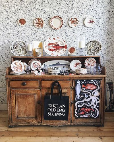 A bit of retail therapy today ... spent all day thinking it was Wednesday, but we're well over the hump and it's actually Thursday! Love Emma Bridgewater, especially the shop - so pretty! The wallpaper is pretty awesome too. Happy Thursday! ❤️ ________  #ebspring #eb #emmabridgewater #emmabridgewateraddict #pottery #pattern #lobster #seafood #dish #dresser #kitchen #dining #interior #wallpaper #homesweethome | Content shared via emmabridgewater Inspiration Gallery