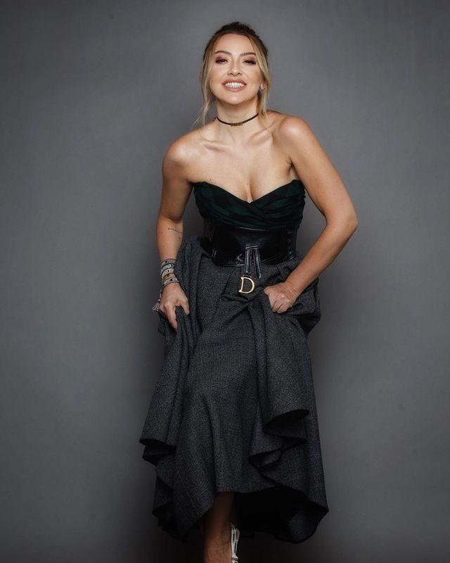 Yakup Adli Kullanicinin Hadise Panosundaki Pin The Dress Moda Stilleri Kadin Olmak