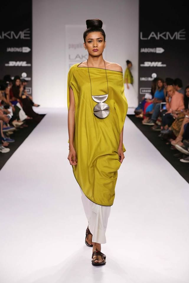 Flowing and Free Spirited Outfits: Using a mix of varied fabrics, designers really painted a larger than life feel with their flowing and free spirited creations. If you love drama in your styles, these are the must-have outfits for your wardrobe