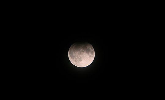 Onewstar: Arriva l'eclissi parziale di Luna, l'ultima dell'anno