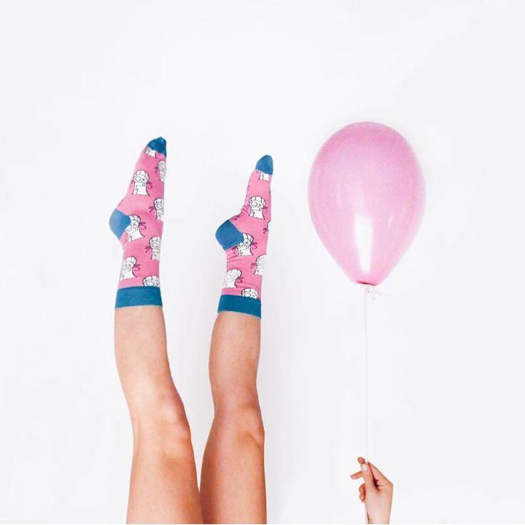 """""""W każdym sezonie Happy Socks szykuje dla nas kilka ciekawych kolaboracji, tym razem edycję #SPECIALSPECIAL zaprojektował @baronandre - żyjący we Francji…"""""""