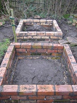 brick raised beds- I like the look of this more than wood raised beds.