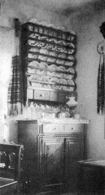 Tálalószekrény szobában (Szék, v. Szolnok-Doboka m., 1940)