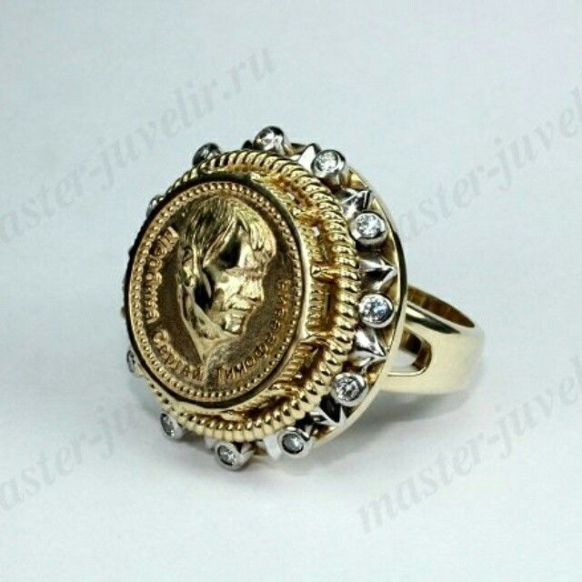 Мужской перстень эксклюзивный из комбинированного (желтого и белого) золота, с бриллиантами. Изготовлен с изображением по фотографии. Артикул П001.